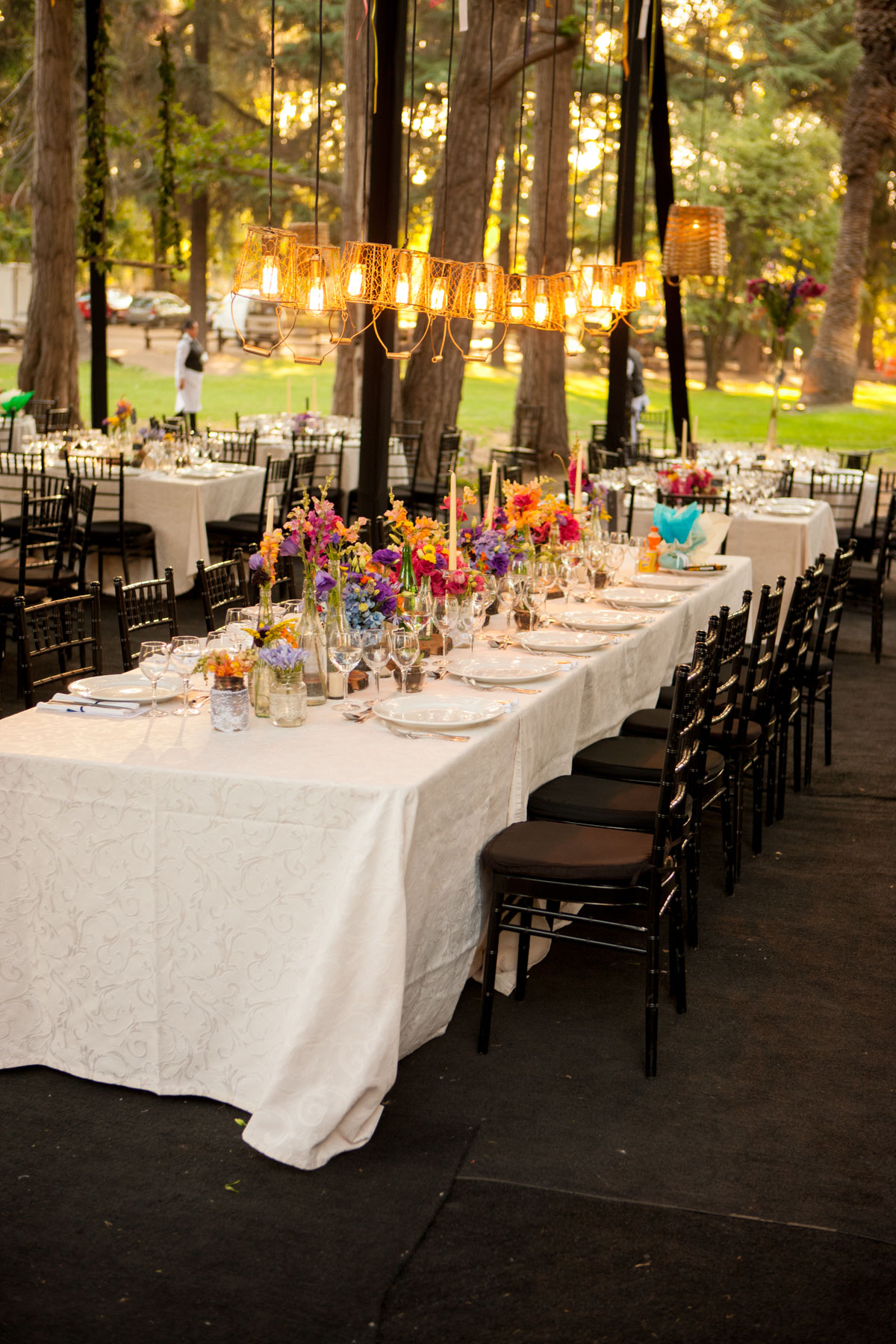 Beautiful-table-setting-000056021180_XXXLarge.jpg