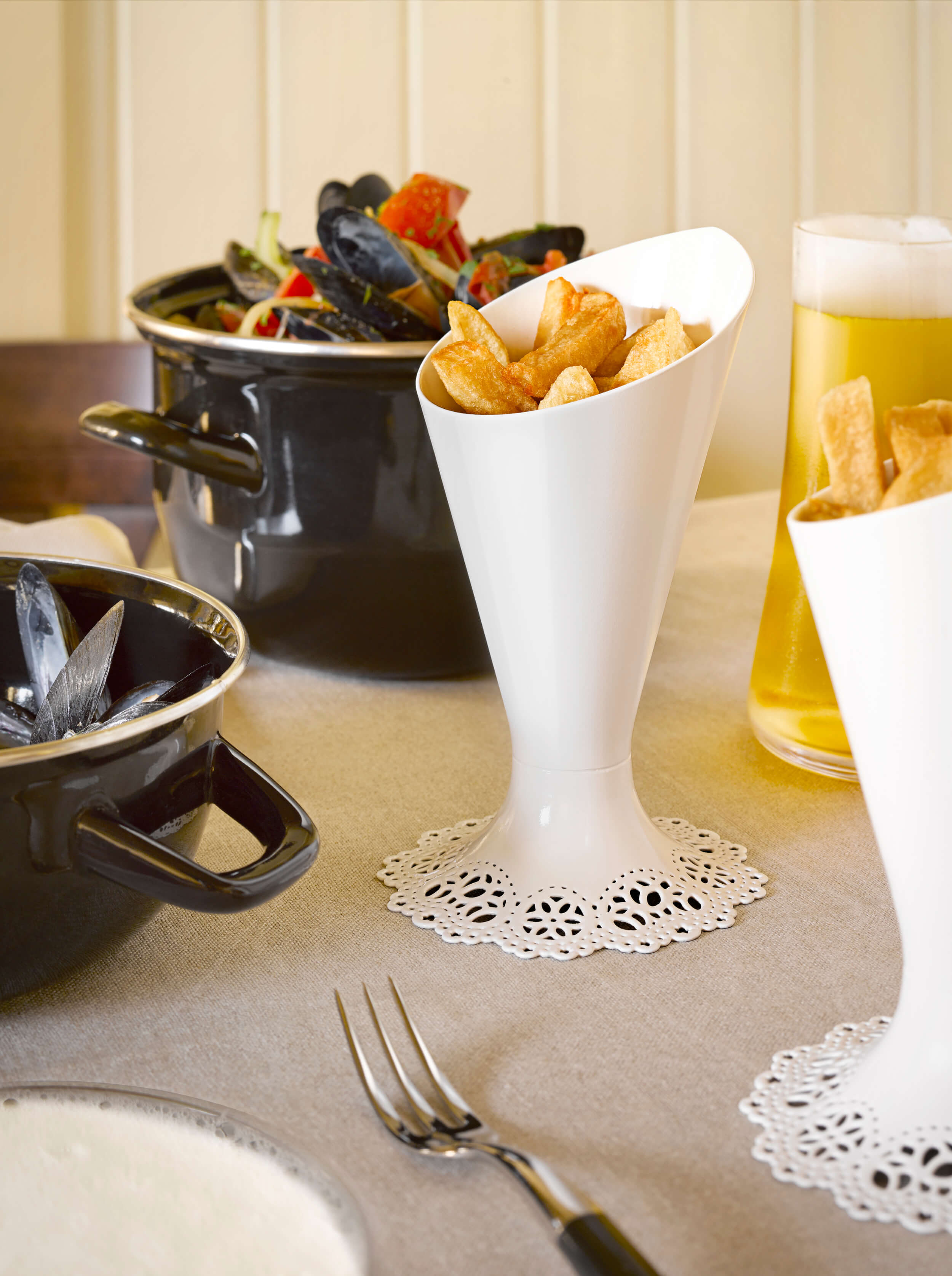 Alessi-Dentelle- fries-holder-with mussels.jpg