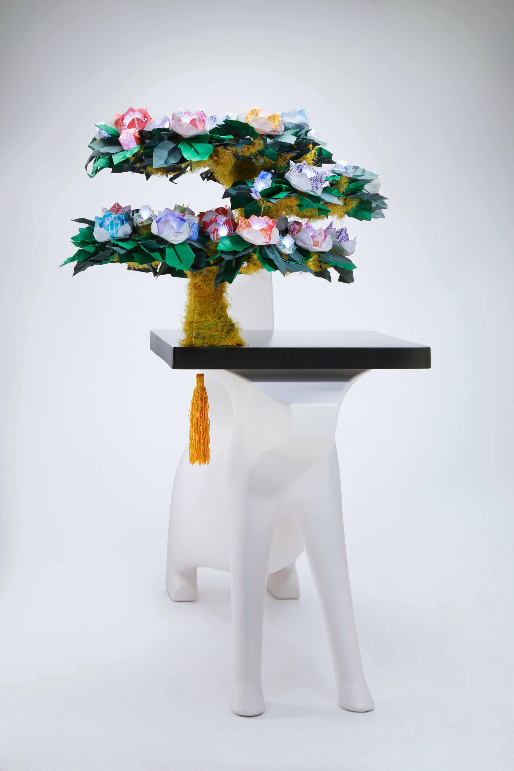 Magis-Magical tree-of-imagination-origami-LED-lamp-kid-furniture.jpg