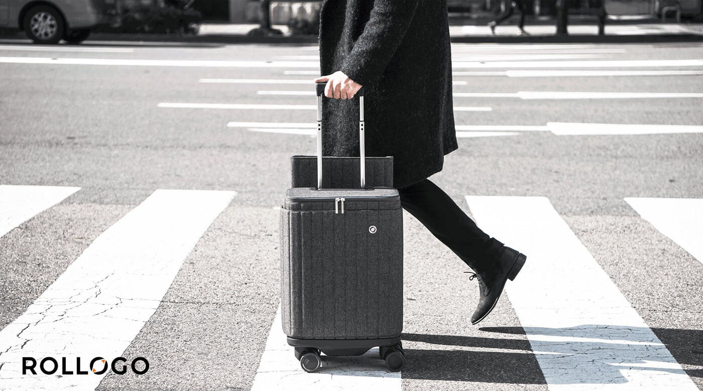 Rollogo-Escape-smart-luggage-mobile-office-walking-on-zebra-crossing.jpg