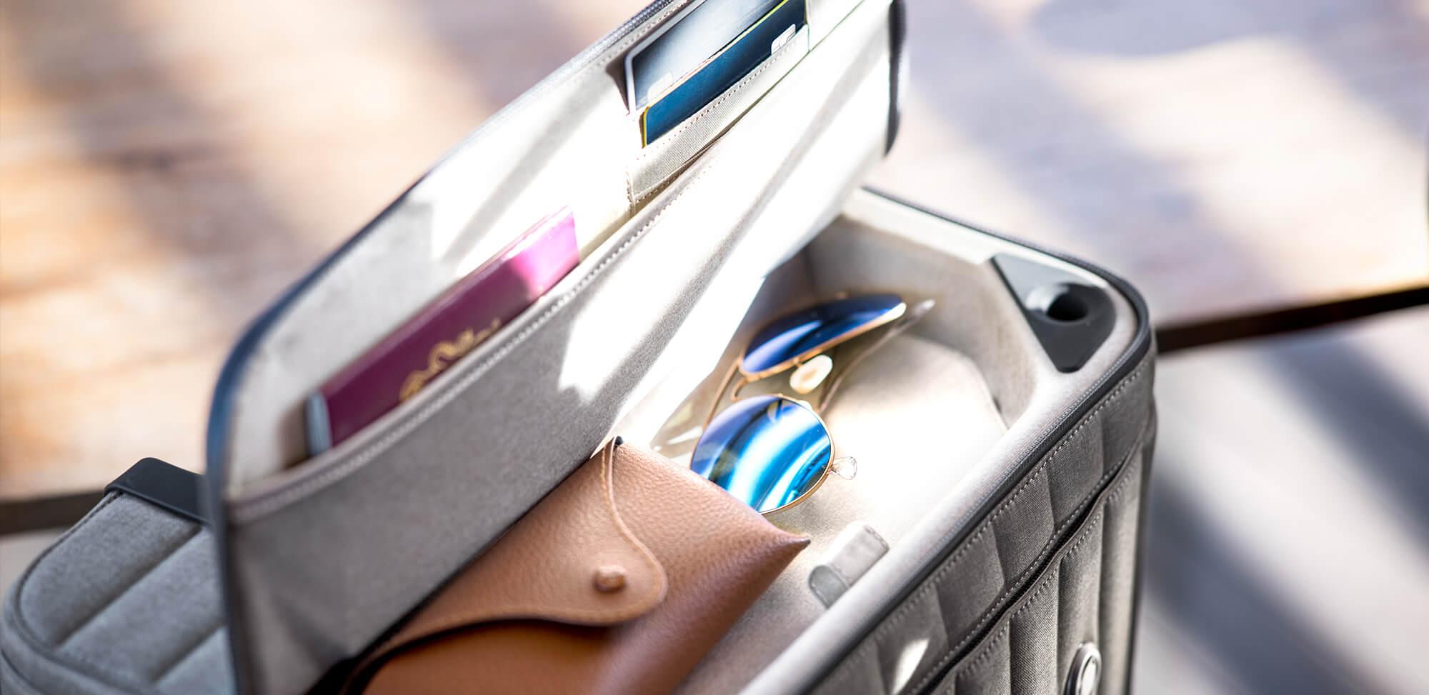 Rollogo-Escape-smart-luggage-mobile-office-Top-compartment.jpg