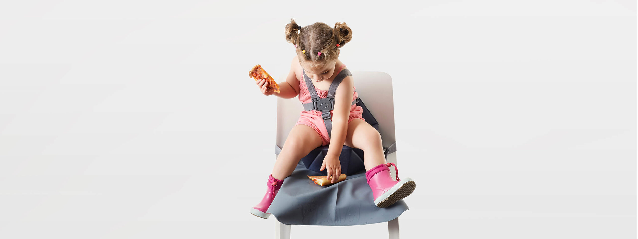 Bombol-Pop-Up-foldable-booster-seat-kid-with-pizza.jpg