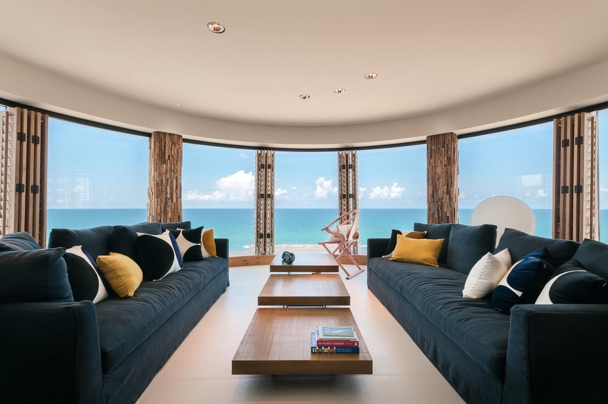 בית מעוצב על הים