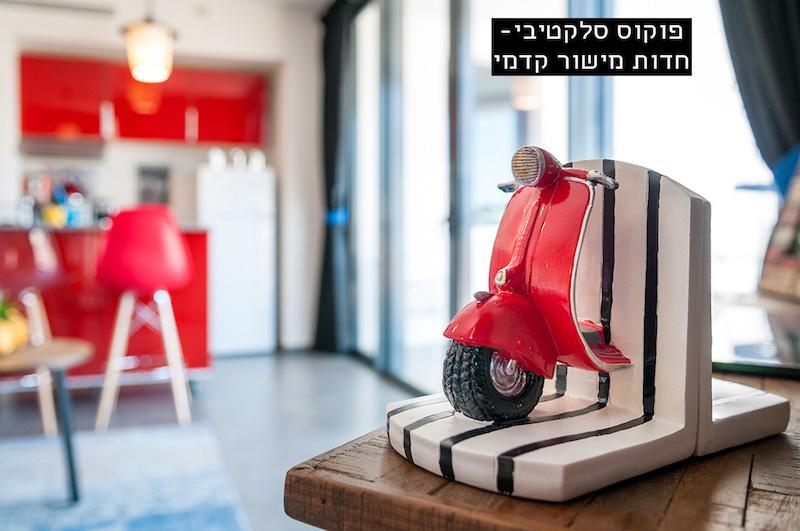 פוקוס סלקטיבי - חדות מישור קדמי, קטנוע מודגש - רקע מטושטש