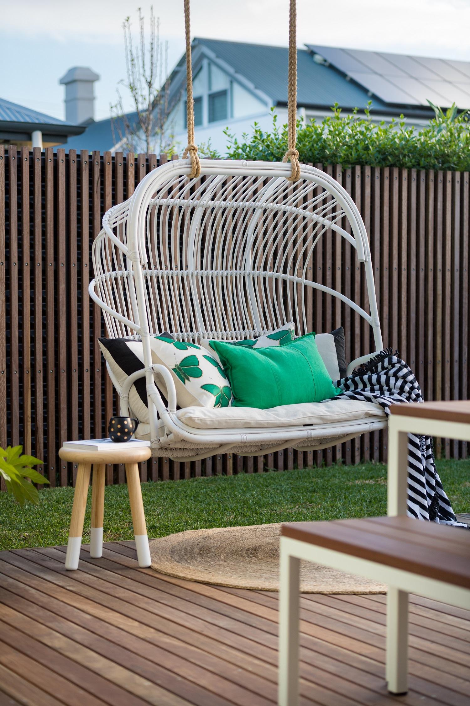 byron_bay_hanging_chair.jpg