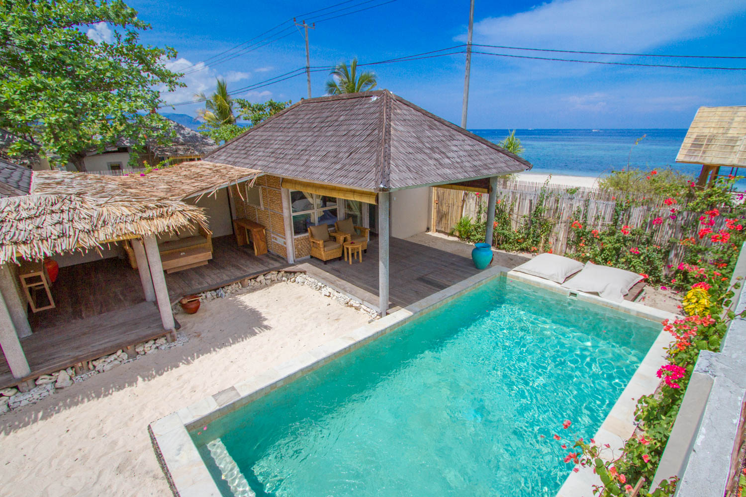 Beachfront 2 Bedrooms villa with pool and garden - Avia Villa Resort Gili Meno