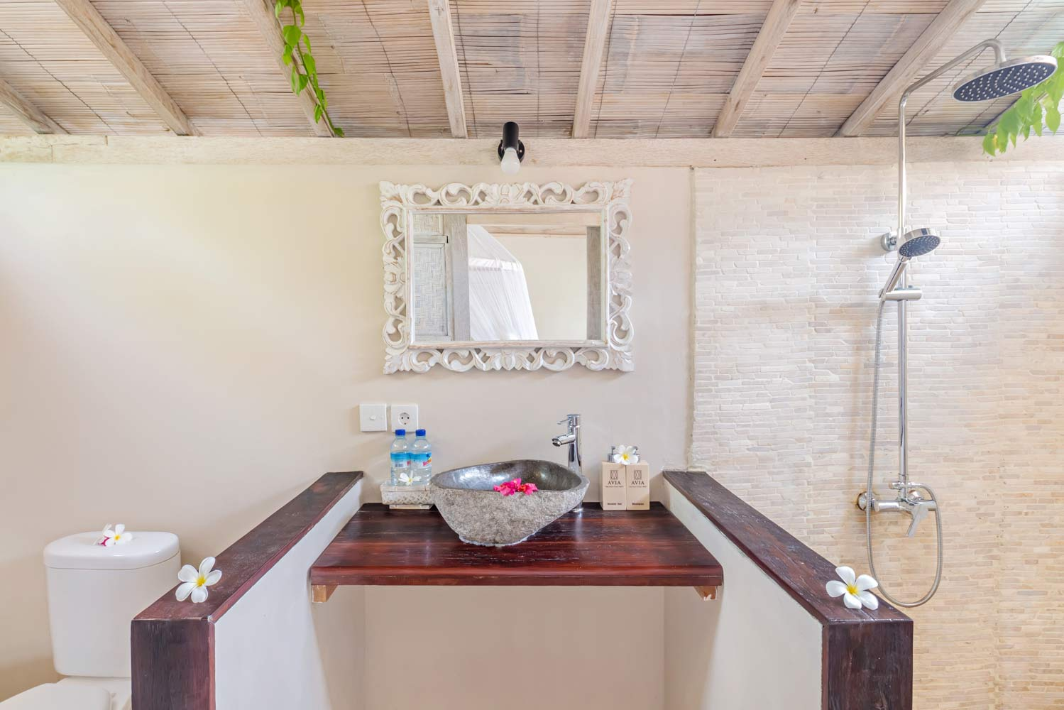 Luxury bathroom - Avia Villa Resort Gili Meno