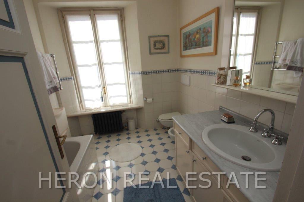 7 Cernobbio bathroom.jpg