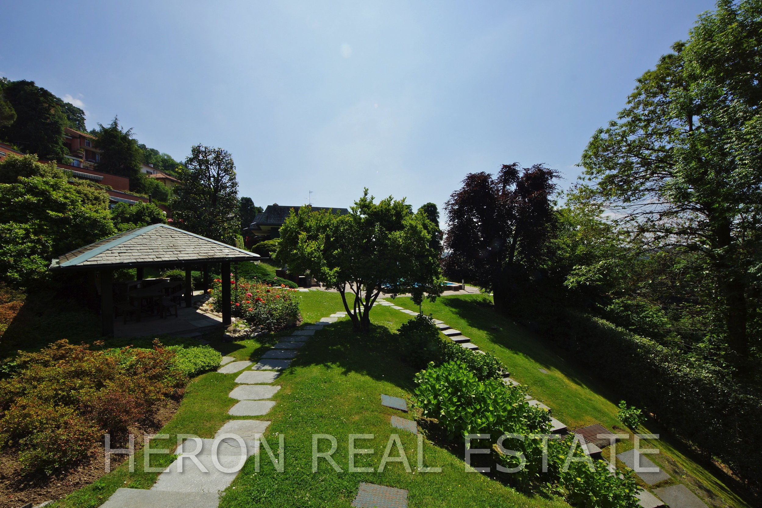 8 villa with view como.jpg