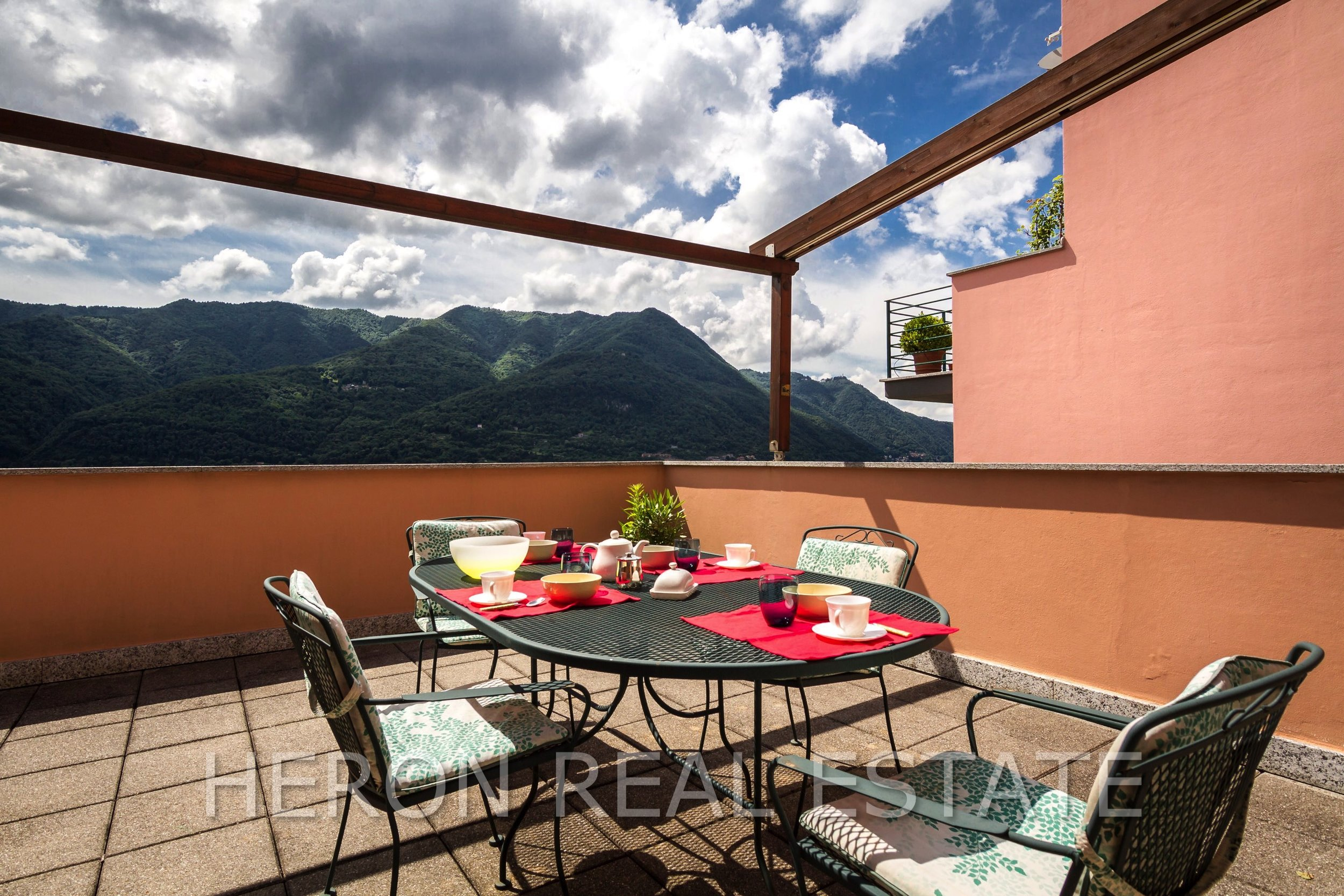 8 Carate Urio Terrace 2.jpg