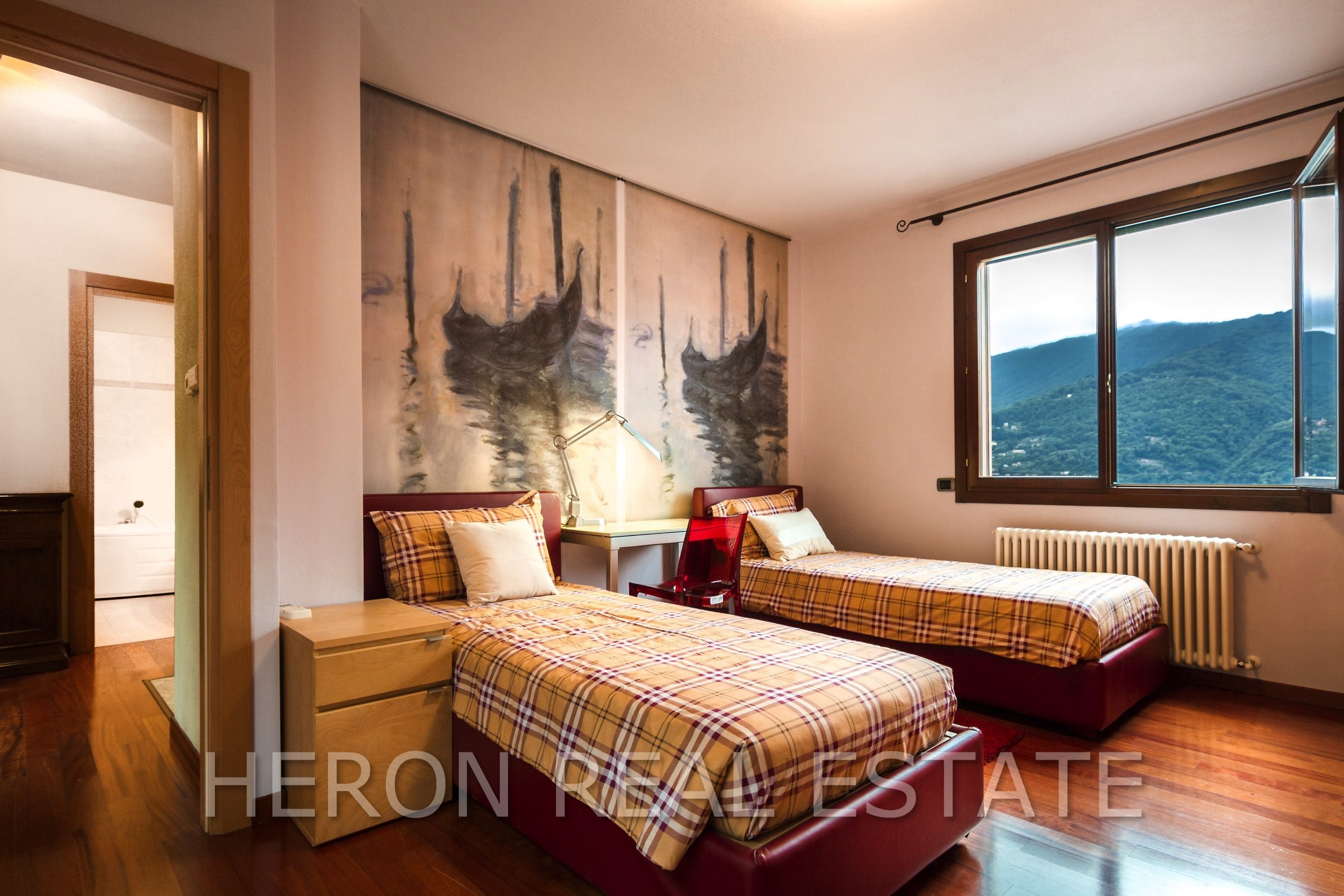9 Carate Urio Bedroom.jpg