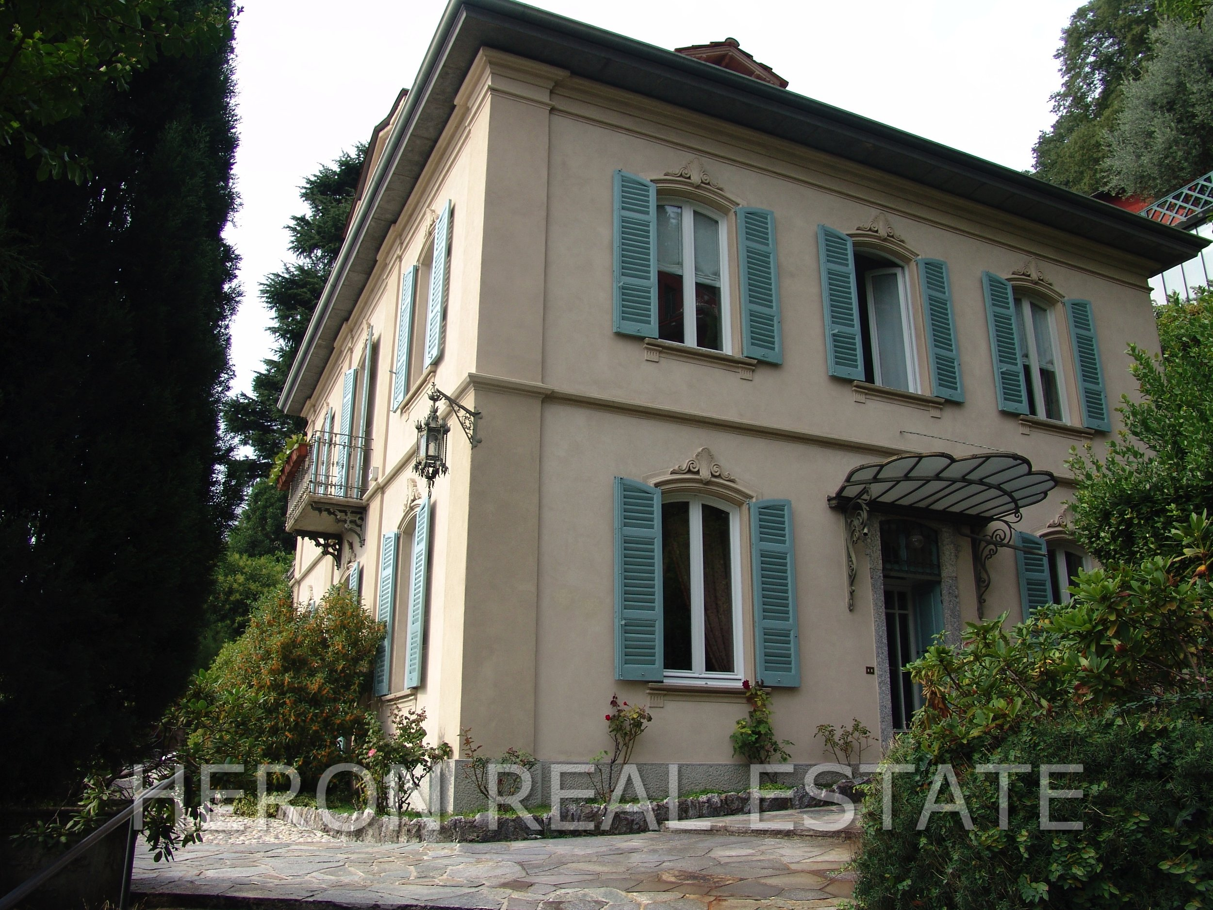 2 Liberty villa in Como for sale.jpg