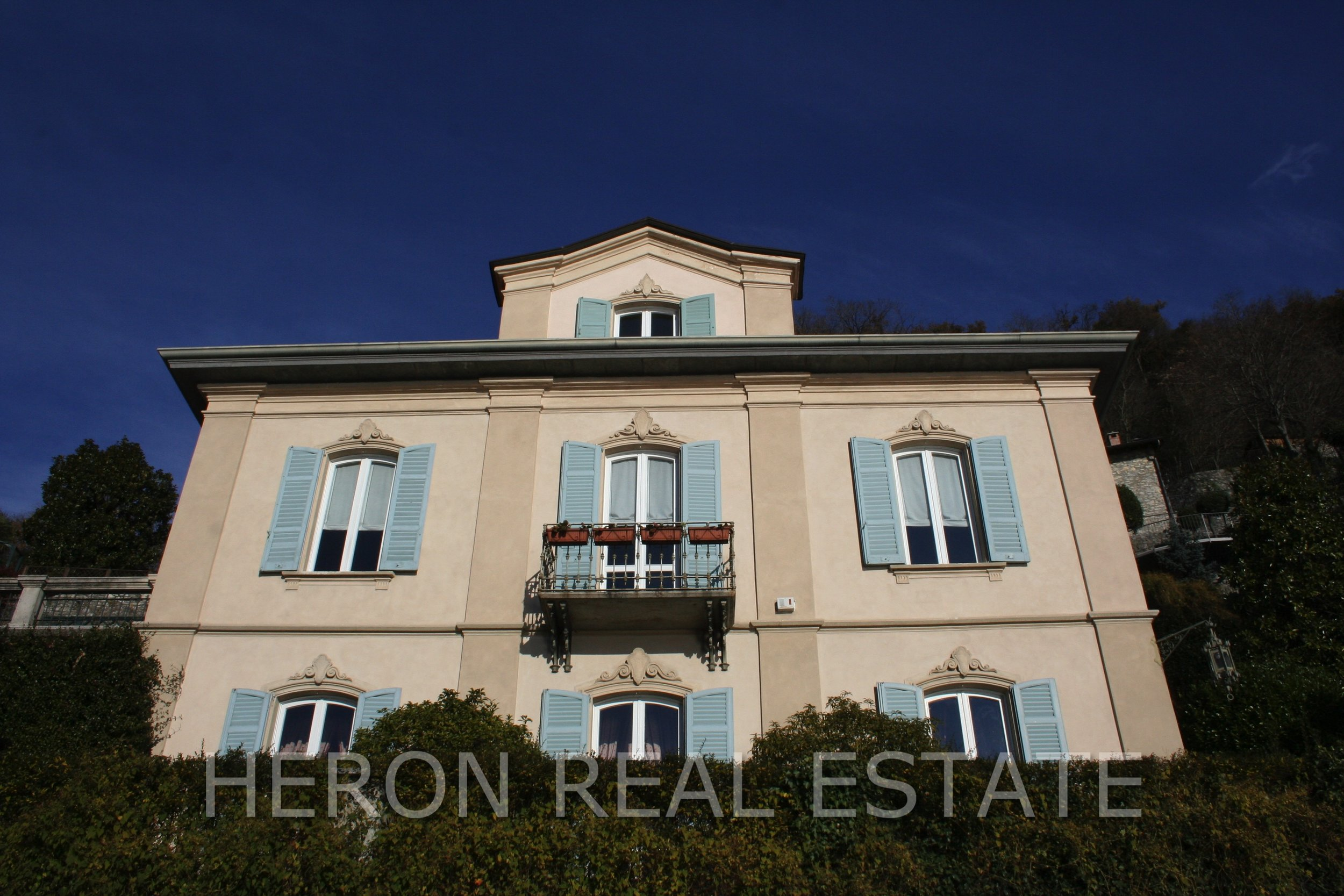4 Villa in Como for sale.jpg