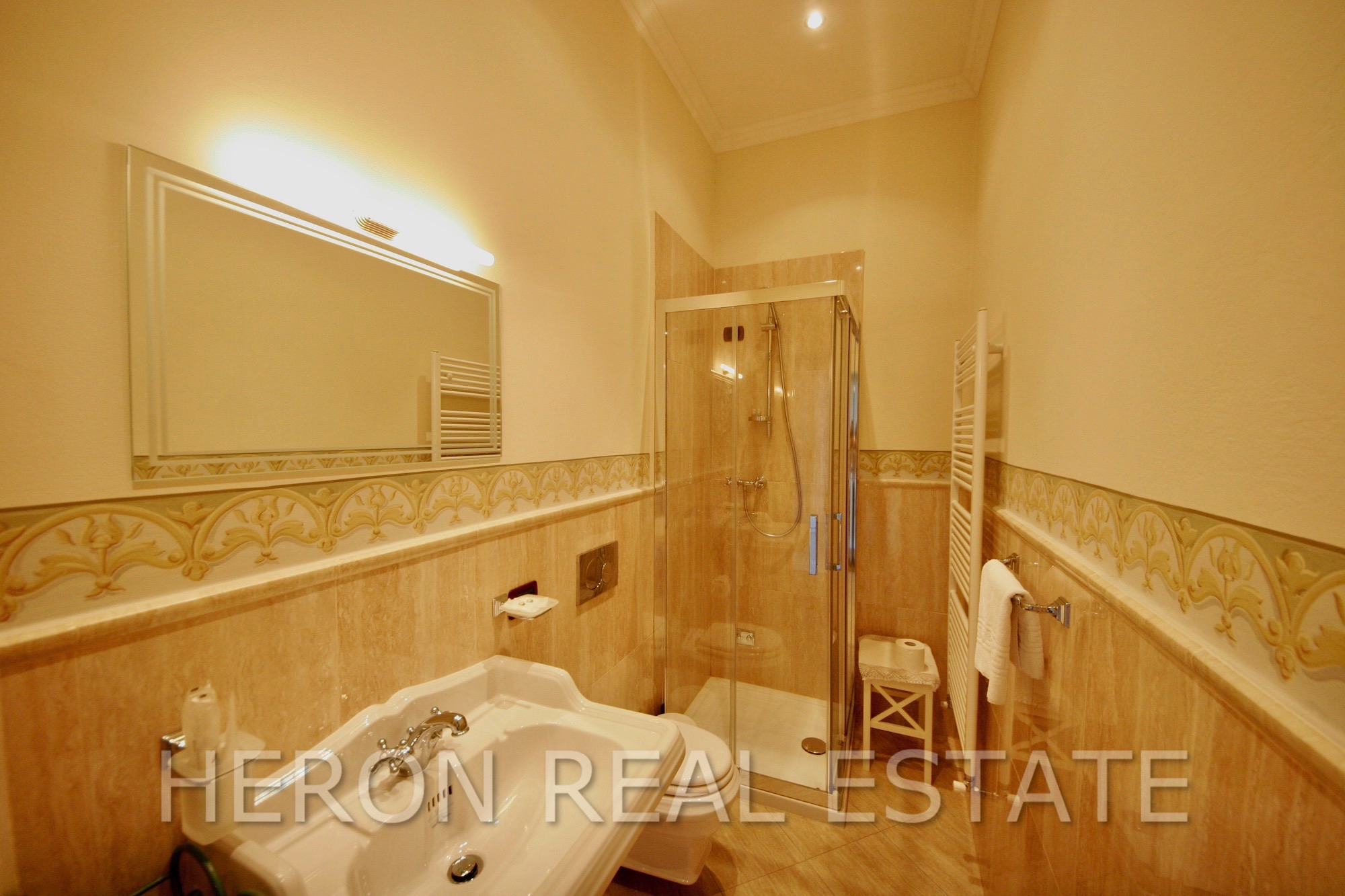 Brunate bathroom 1fl.jpg