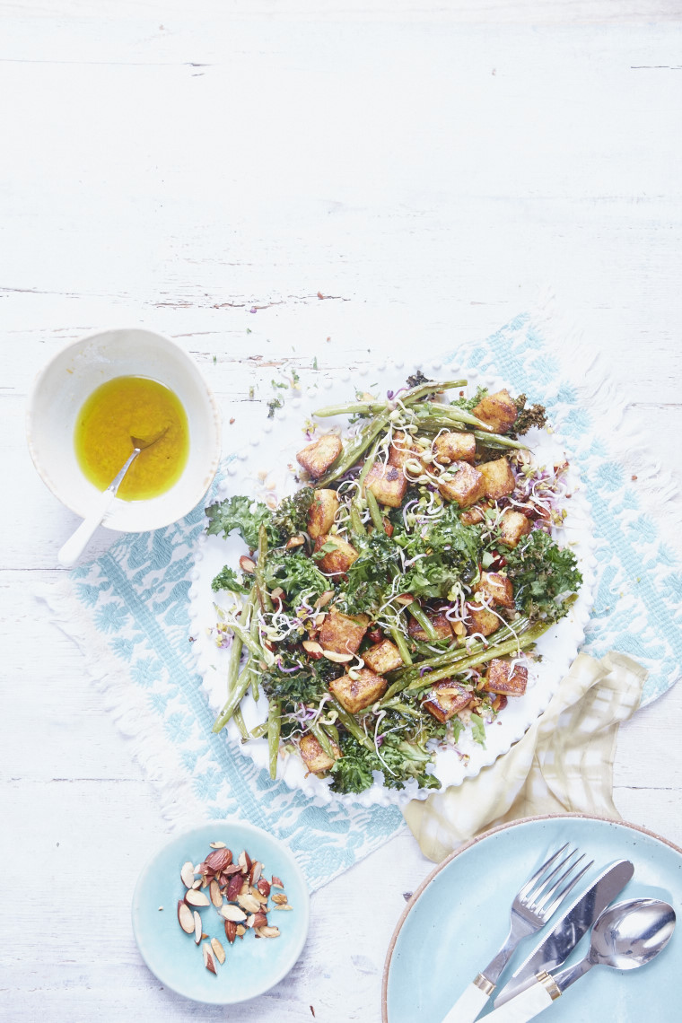 Halloumi,green bean, kale & almondsalad