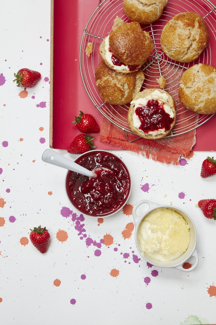 Fizzy strawberry compote