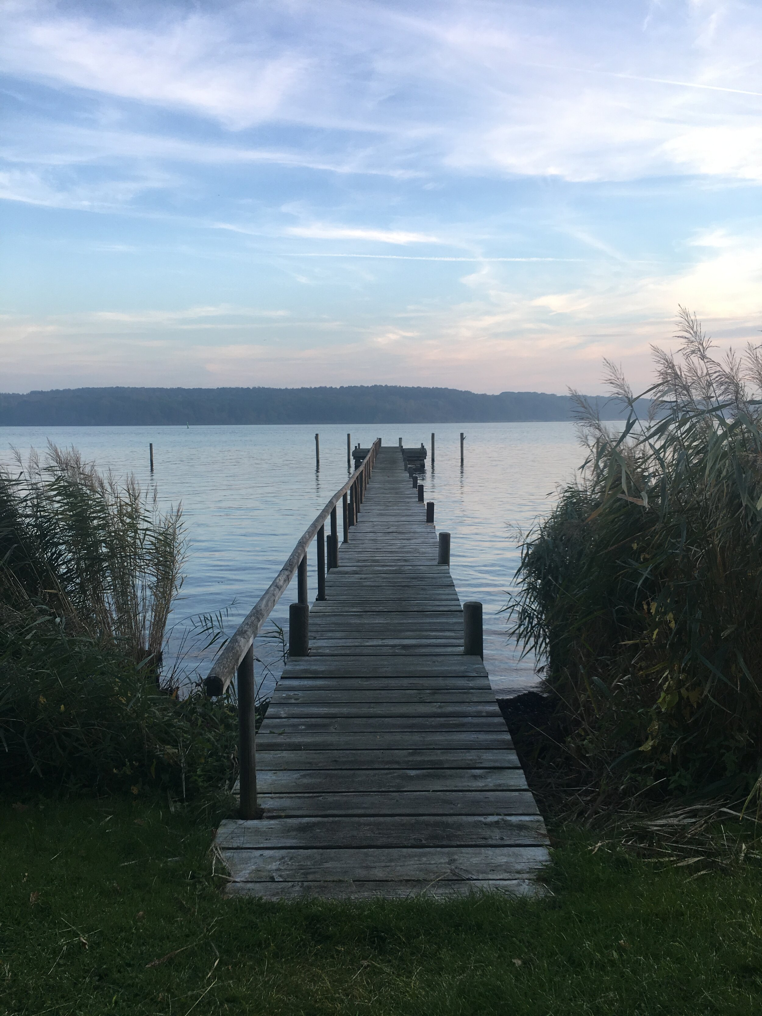 Udsigt over vand og bådbro (1).JPG
