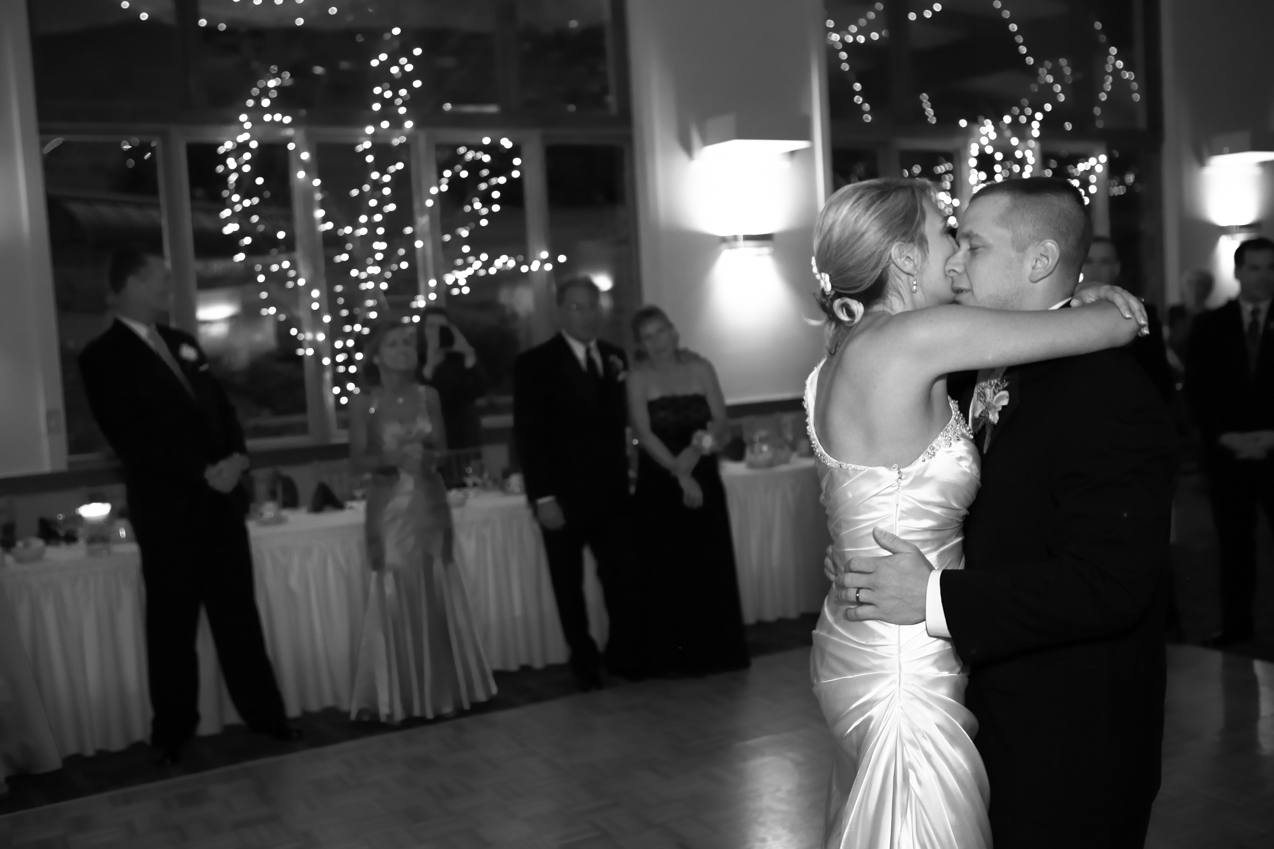 Wedding couples first dance at Hunter mountain