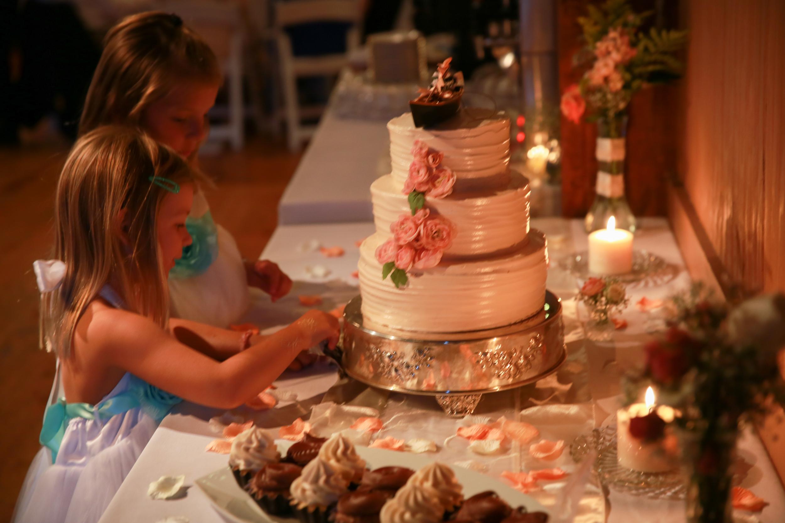 Children eating the wedding cake.