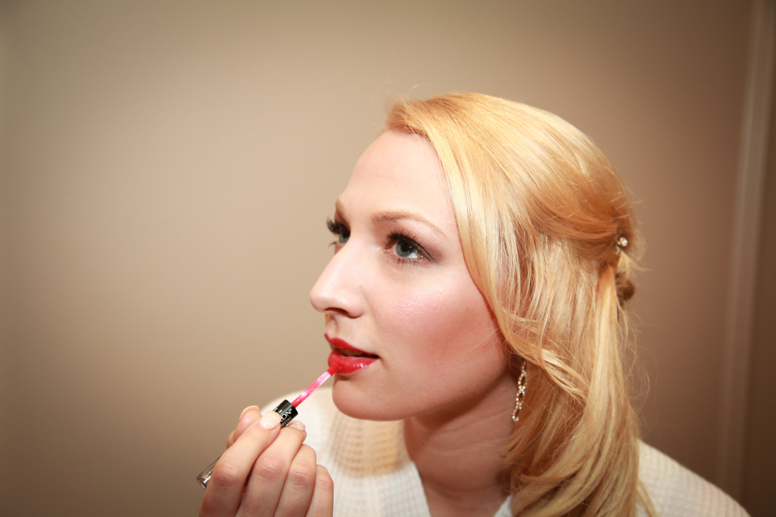 Bride-butting-on-makeup.jpg