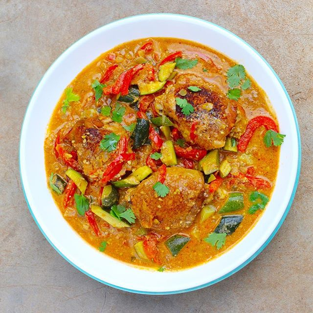 When we get Curried away with delicious recipes 😋😊 What's your favourite kind of curry? #chickencurry #currylove #thisisrealfood #healthyeatingmadeeasy #locallysourced #recipebox #proudlyzimbabwean