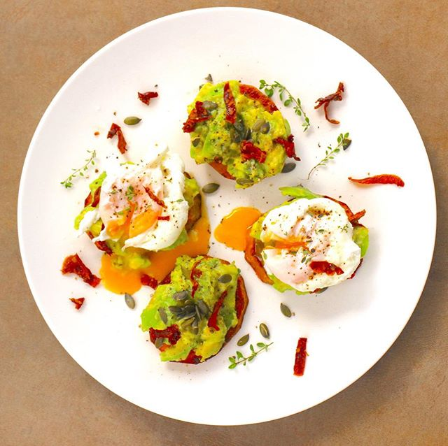 Poached eggs on Butternut Toasties with smashed Avo and Sun-Dried Tomatoes 🍅 😮 #delicious #healthyeatingmadeeasy #thisisrealfood #oozyeggs #foodphotography #proudlyzimbabwean