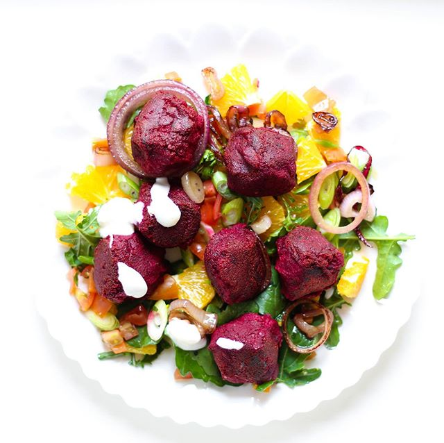 Check out our b(eet)autiful beetroot and chickpea falafel on this week's vegetarian #realfoodzim recipes box! 😍🥇🇿🇼 #recipebox #cleaneats #lowcarb #healthyfood #healthyrecipes #healthy #yum #food #falafel #balls #salad #delicious #harare #zimbabwe #Zim #tasty #cleaneating #glutenfree #glutenfreerecipes #delivery