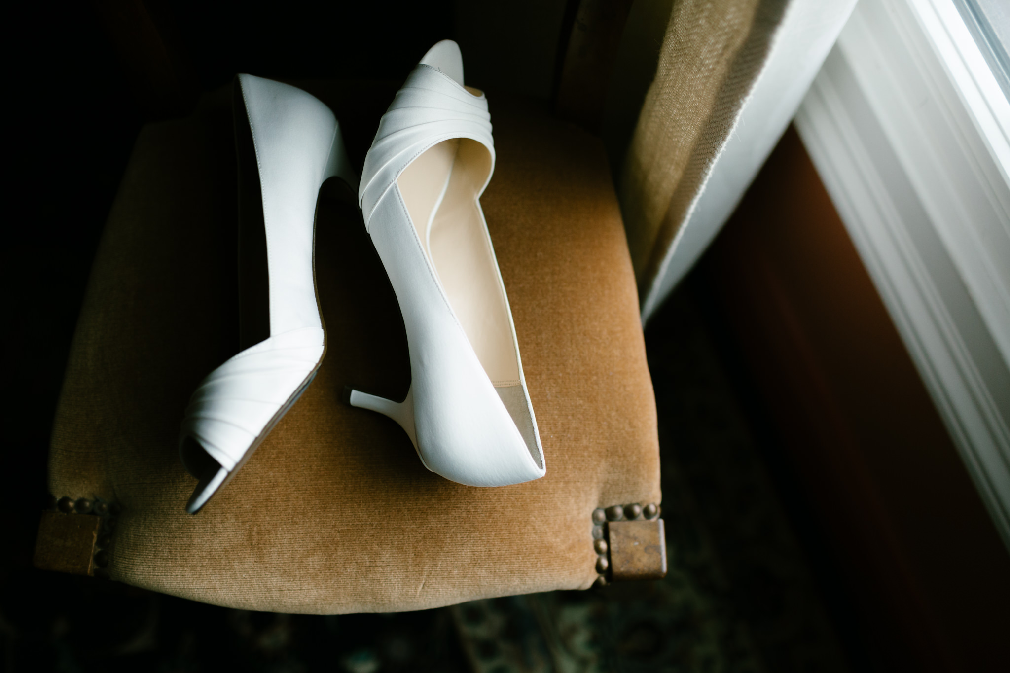 Sidelit details photos - shoes - Of Fate and Chaos Photography