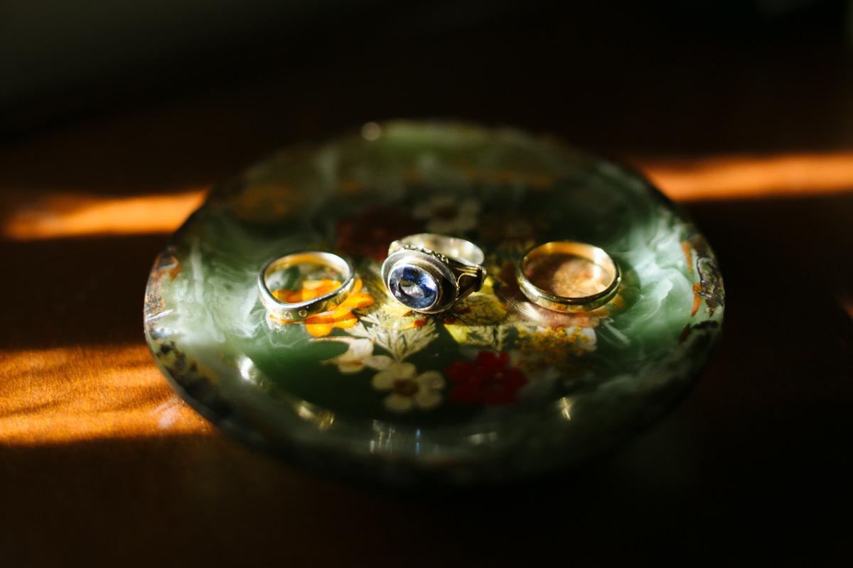 wedding-rings-detail-photo