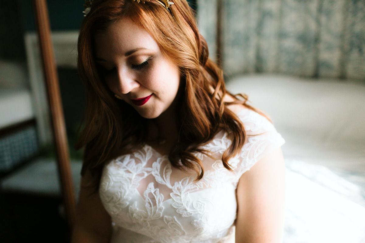 bride-getting-ready-tuckahoe-plantation