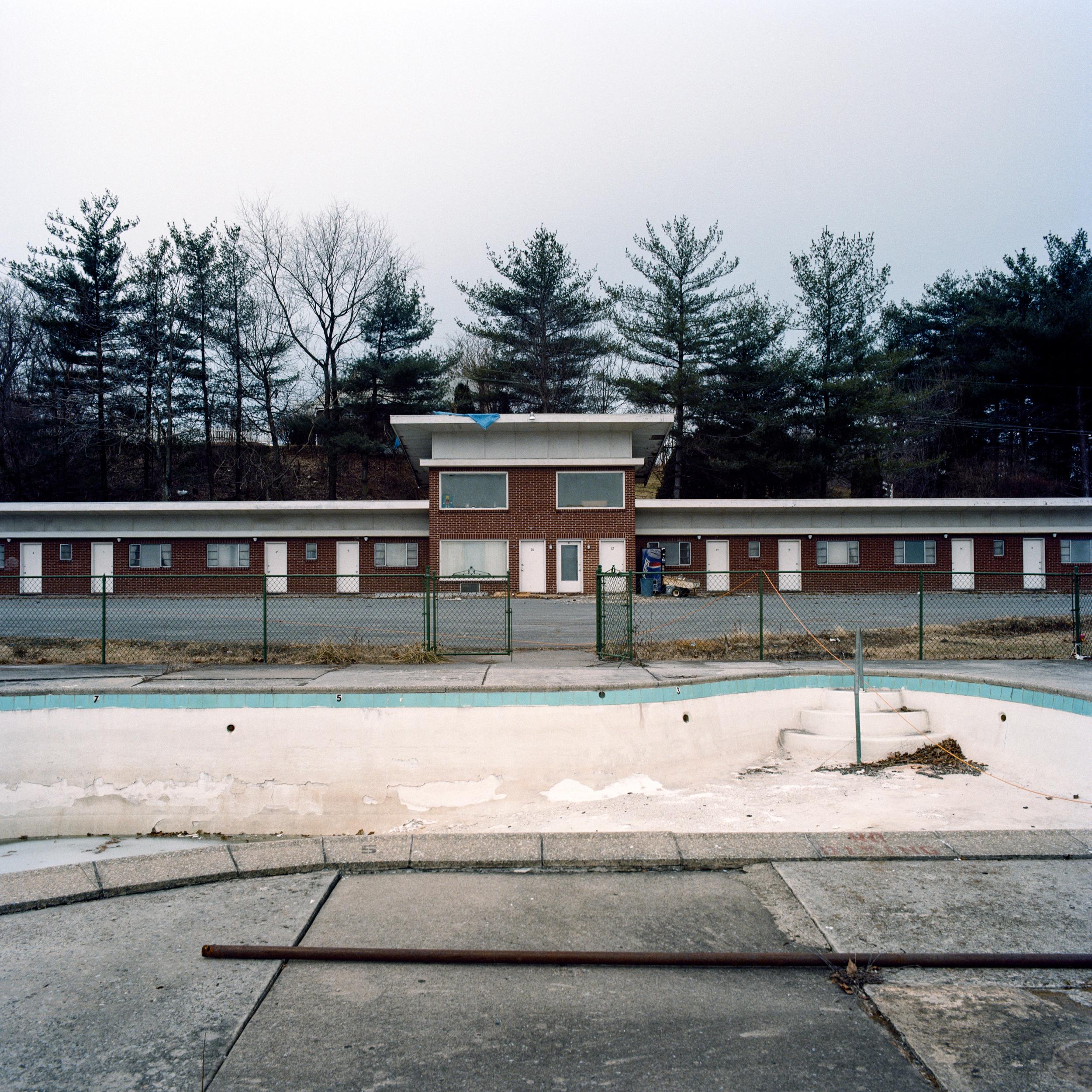 BW-Empty-Pool-ImaconF.jpg
