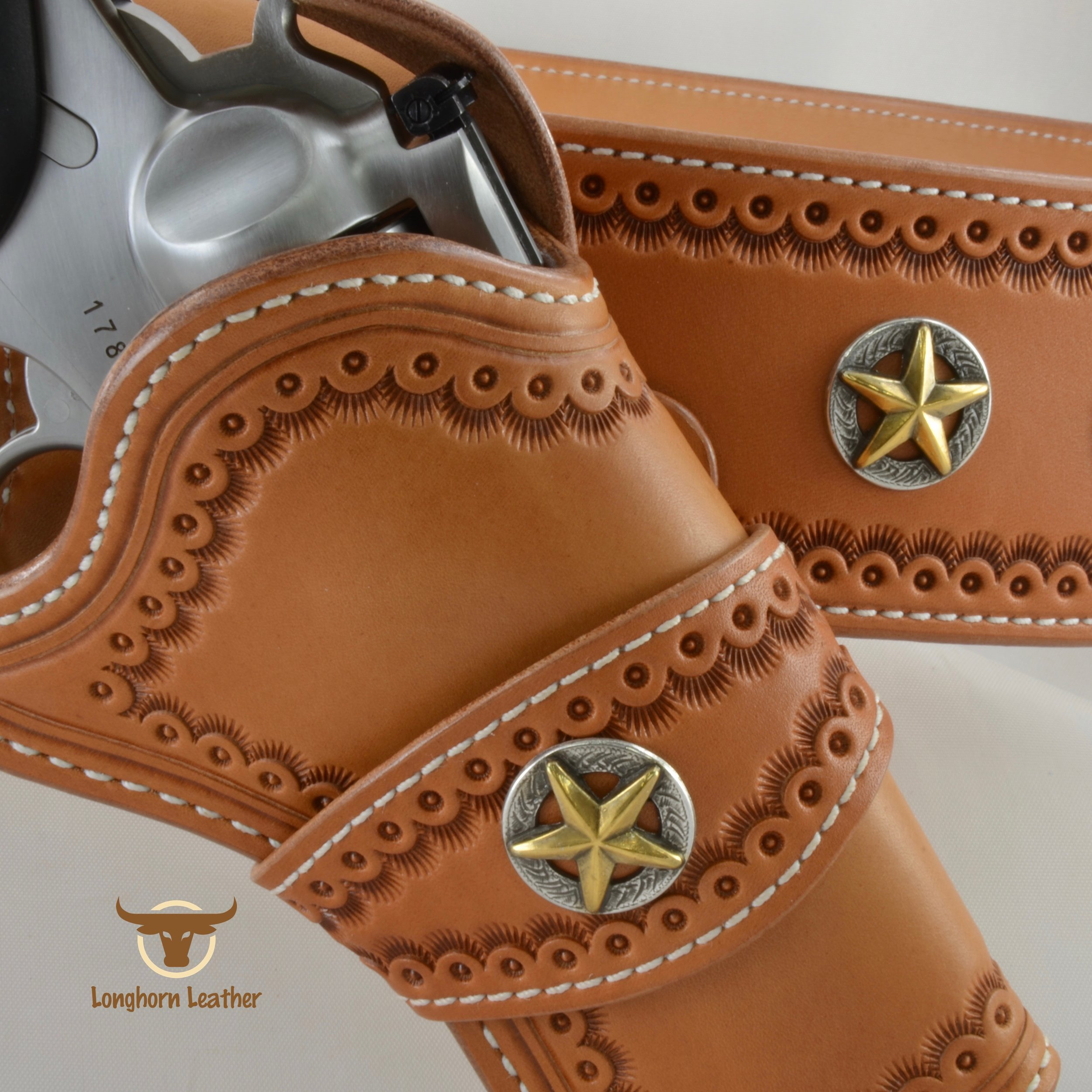 "Ruger GP100 Cross Draw holster featuring the ""Cimarron""design."