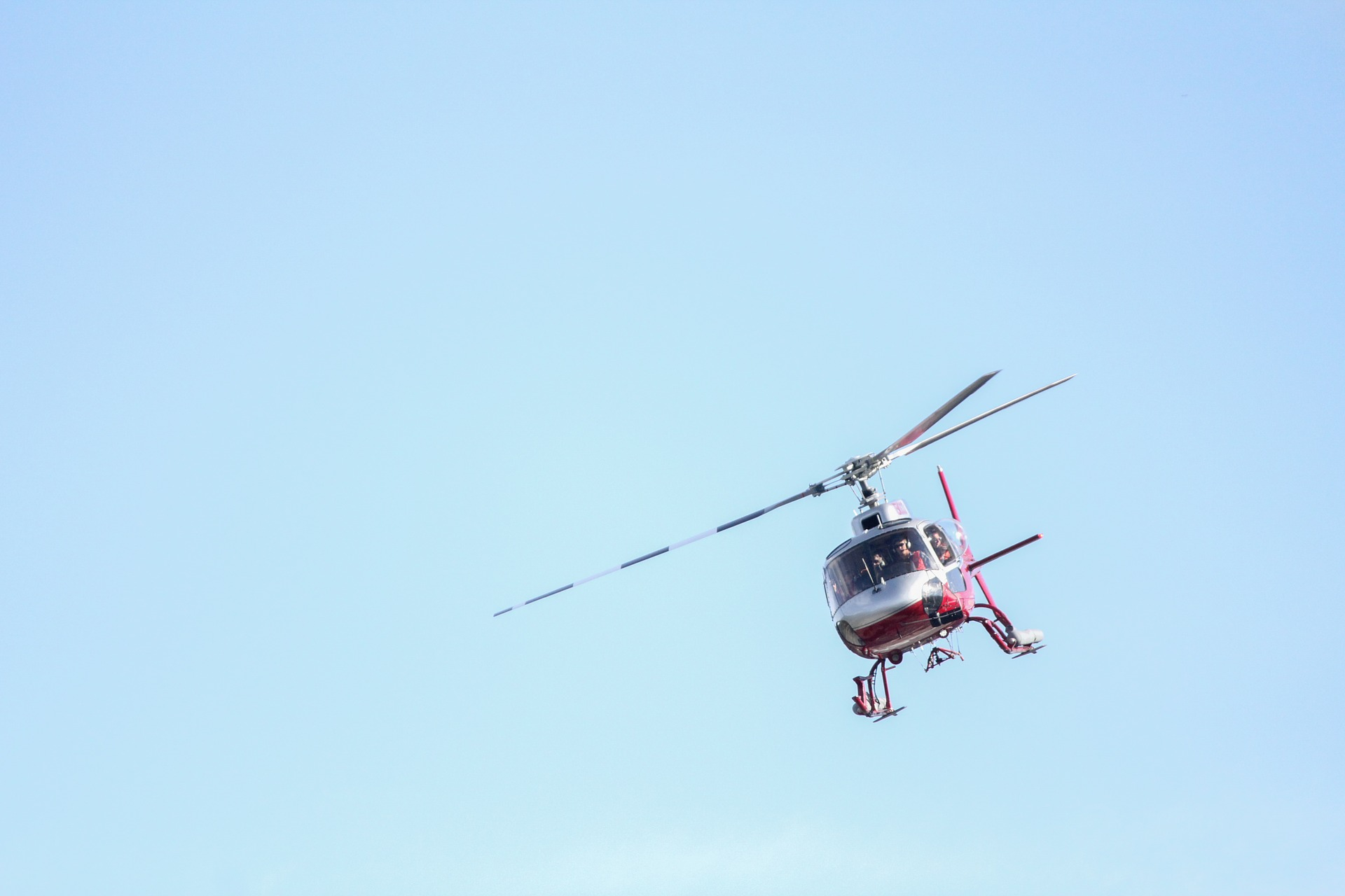 helicopter-784273_1920.jpg