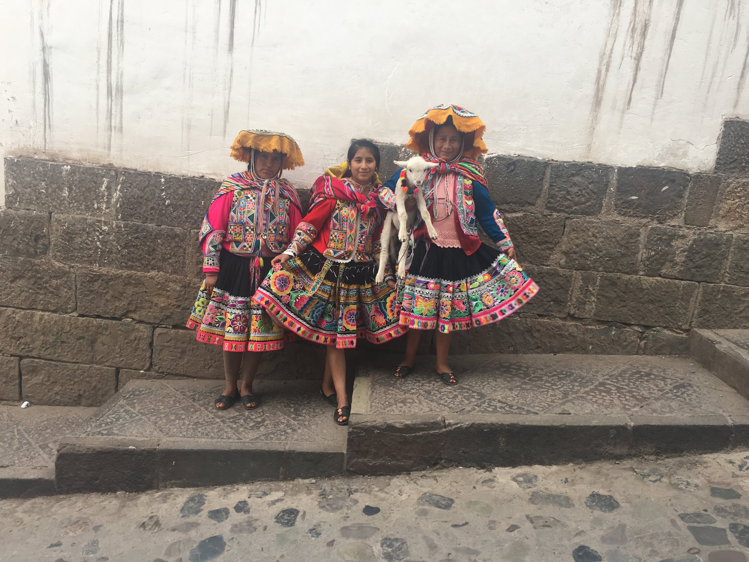Cusco-Traditional Peruvian Women.JPG