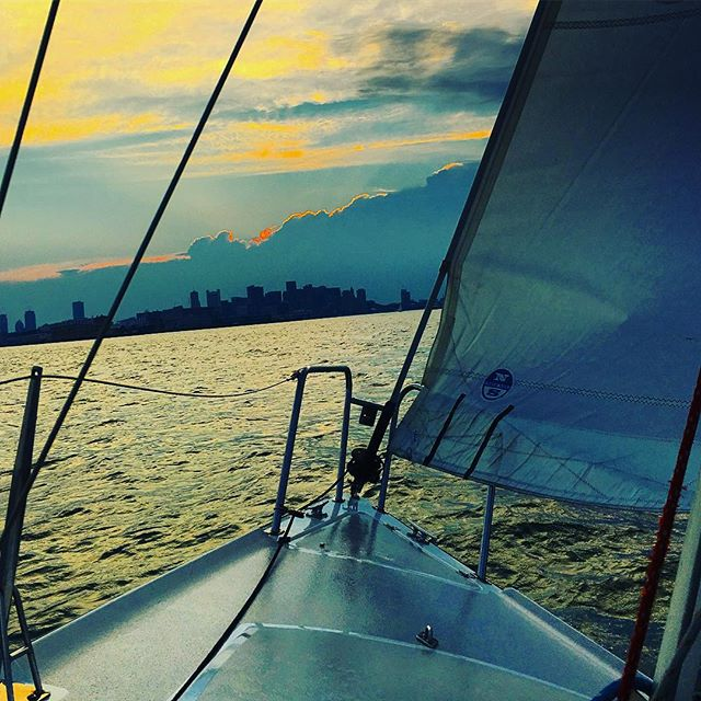 Summertime sailing in the Boston Haba. Go outside and play!  #sailing #bostonharbor #unboundedadventures