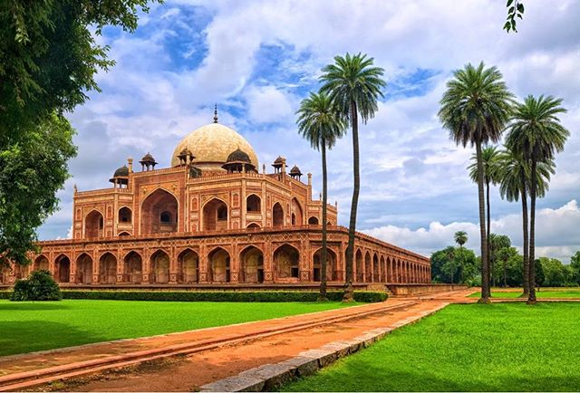 Humayun's Tomb in New Delhi, India, just one of the many places you can see on our India Adventure, March 9-23, 2019! If you're a travel, adventure, or cultural experience lover, come check out our website at the link below! Experience Incredible India and Holi-Fest as a small group traveling comfortably to amazing places.  www.unboundedadventures.com/india  #incredibleindia #holifestival #experiences #experiencedifferent #culturalexperience #adventuretravel #unboundedadventures
