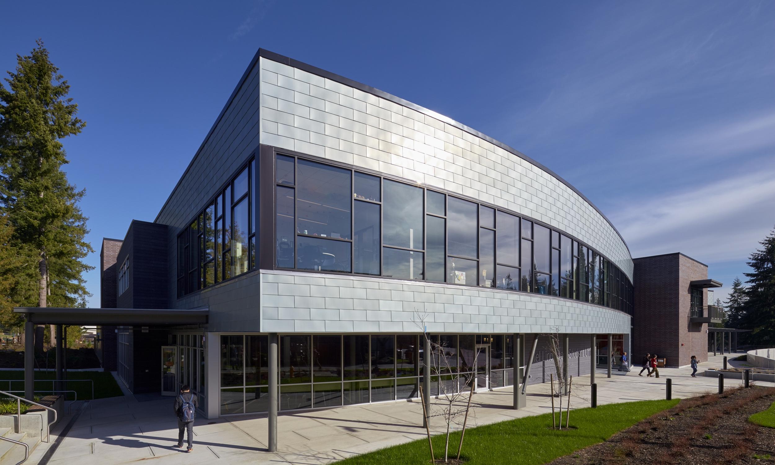Lindbloom Student Union Building