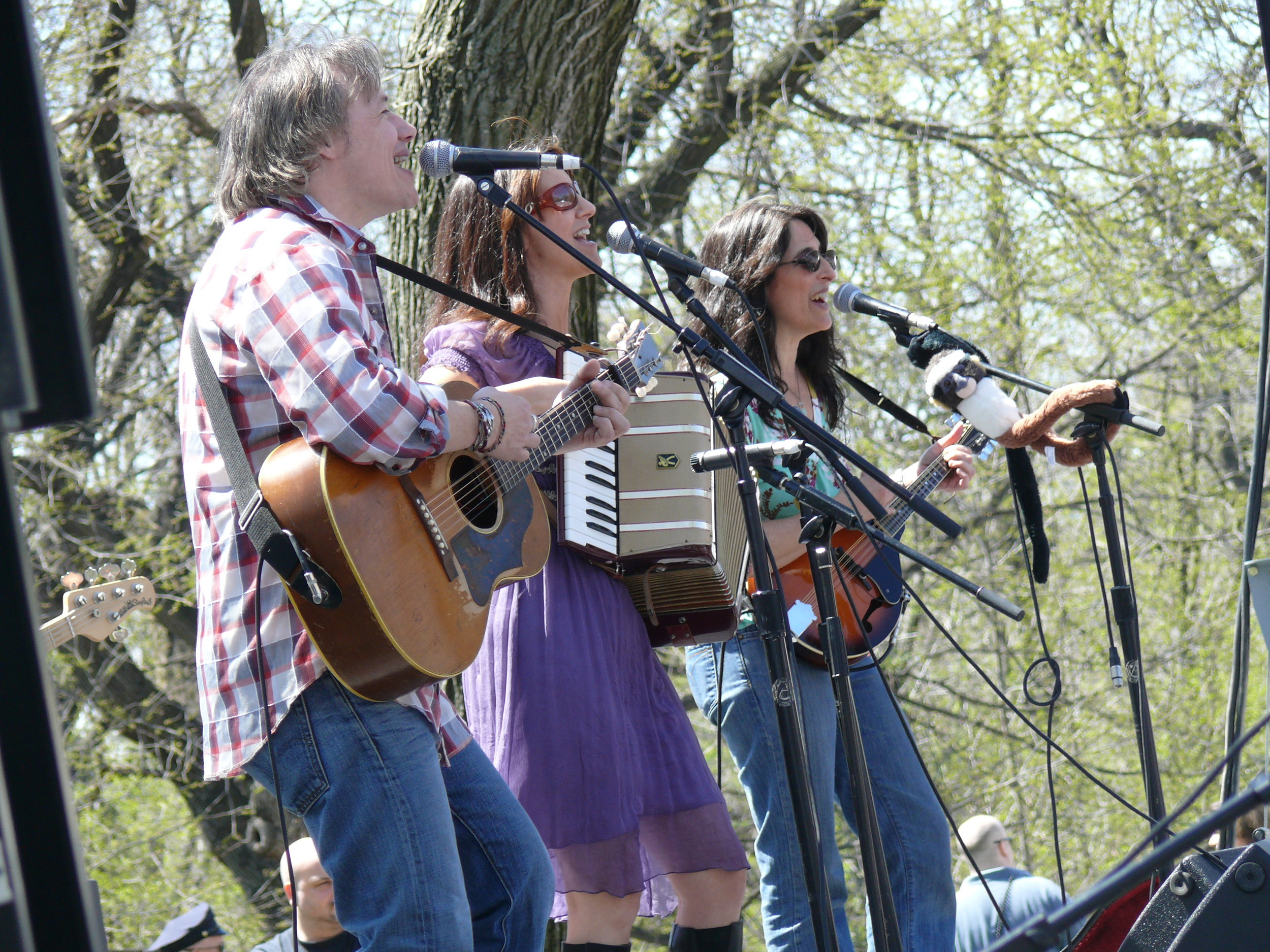 What is your best memory with the Lil' Band? - Opening for Laurie Berkner in Central Park.(Brady, Claudia & Liz in Central Park, 2007!)