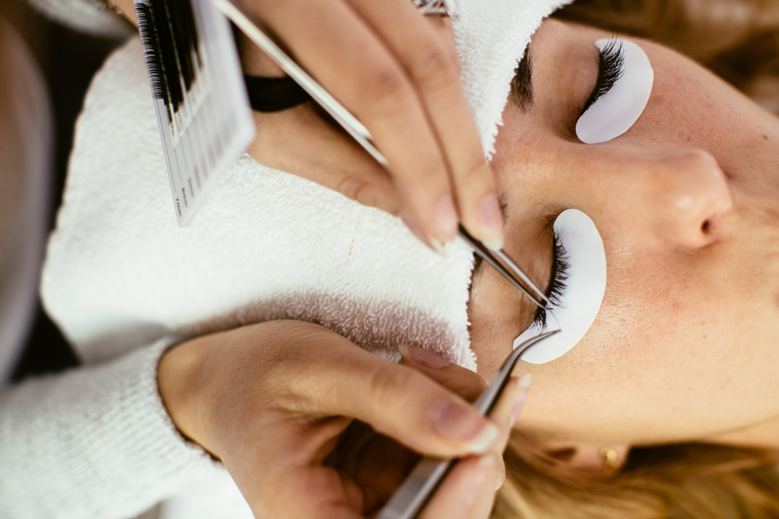 STEP 3: APPLICATION   We gently apply synthetic mink extensions to the base of your individual natural eyelashes using latex- and polyurethane-free adhesive.