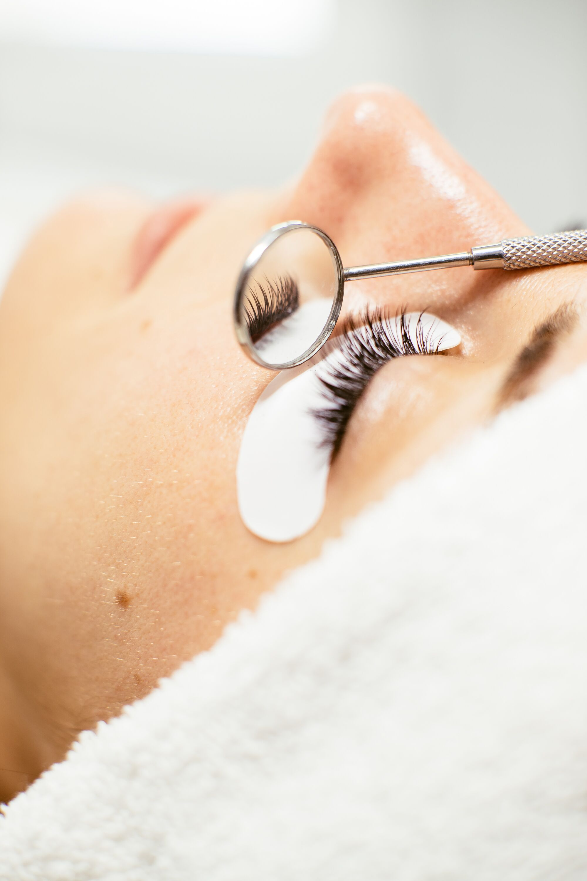 STEP 4: CHECK WORK   At DC Lash Bar, we pride ourselves   in the quality of our work. We use the time dedicated to your service to achieve your desired look without compromising quality results.