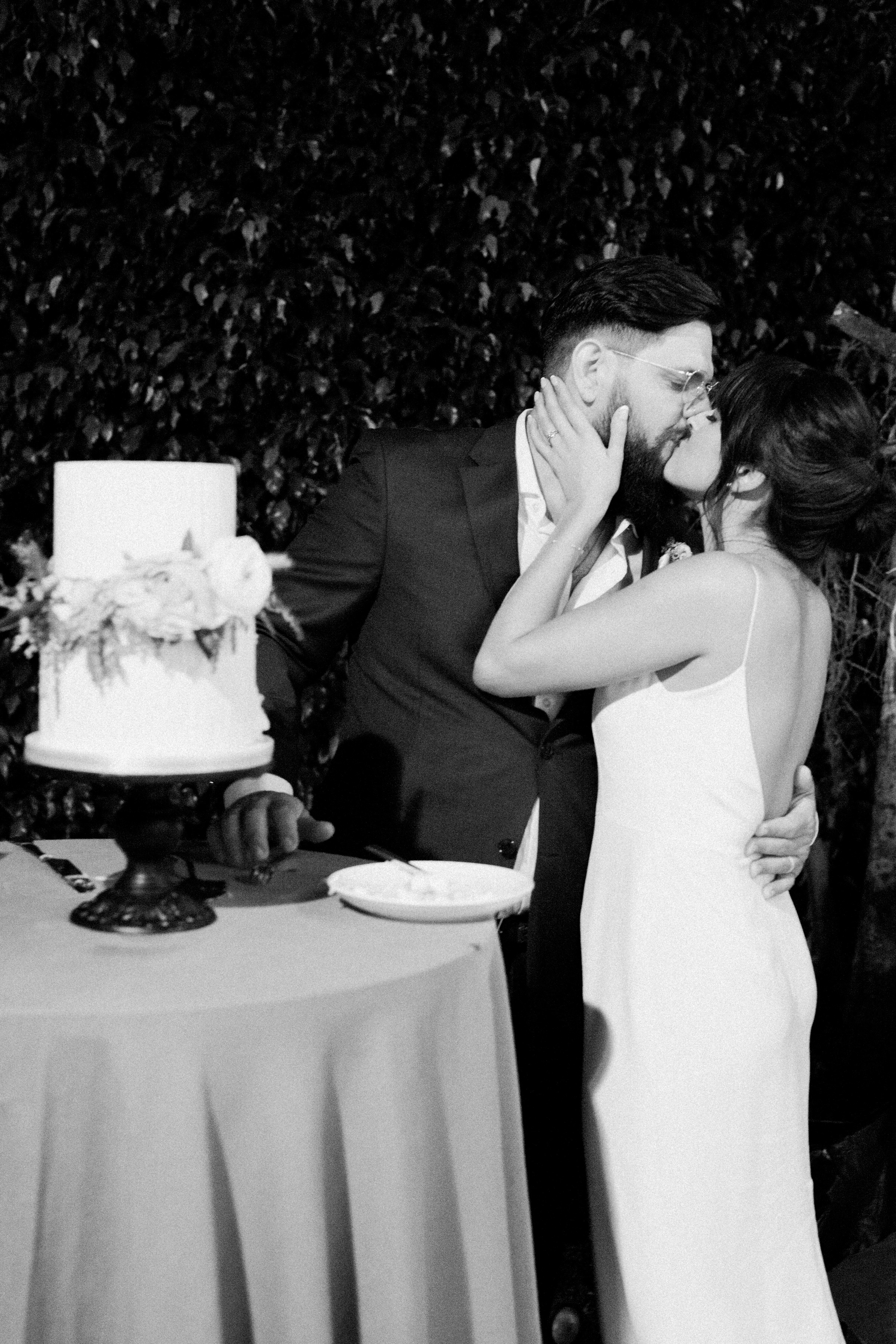 52-bride-goorm-cake-cutting.jpg