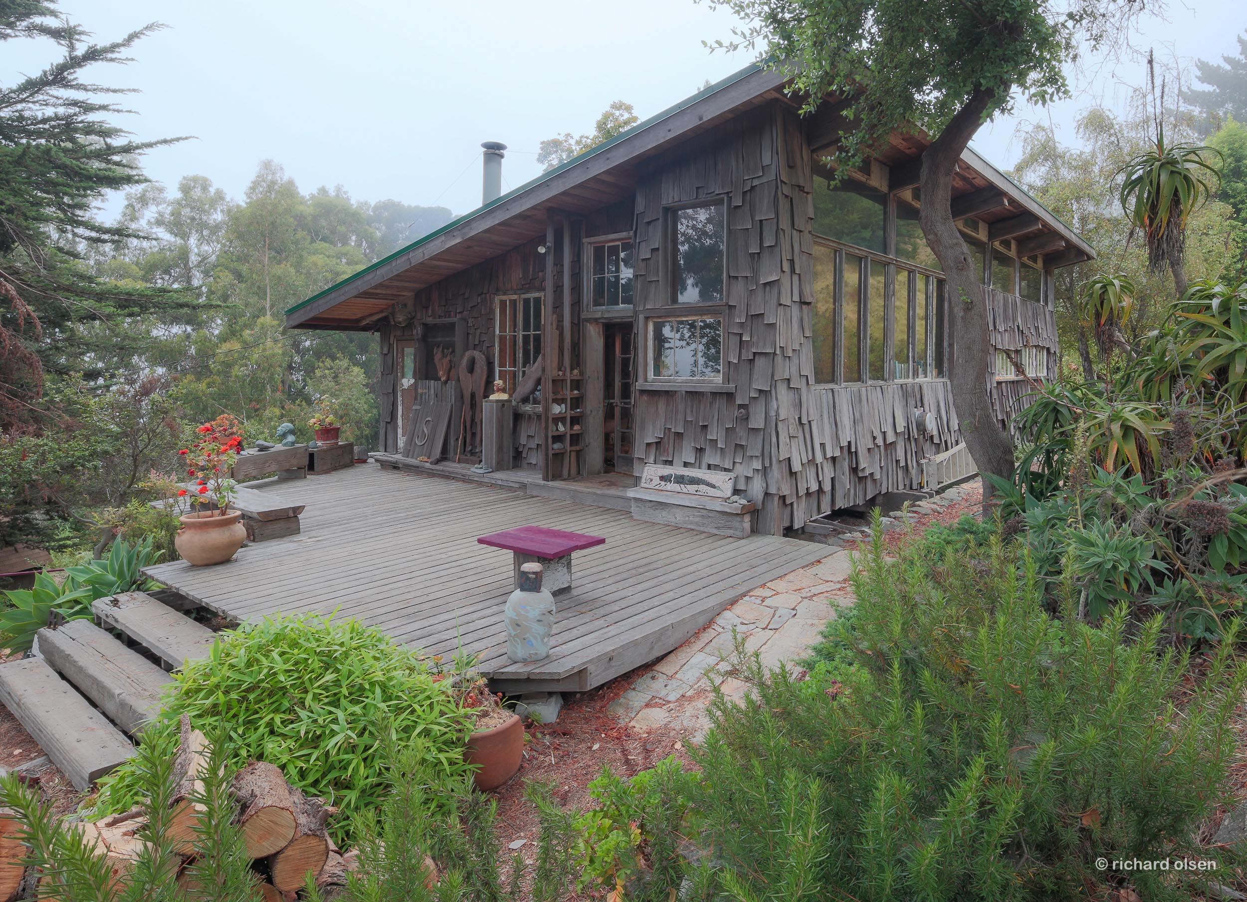 cabin of sculptor barbara spring. lloyd kahn, architectural designer-builder. big sur, ca.