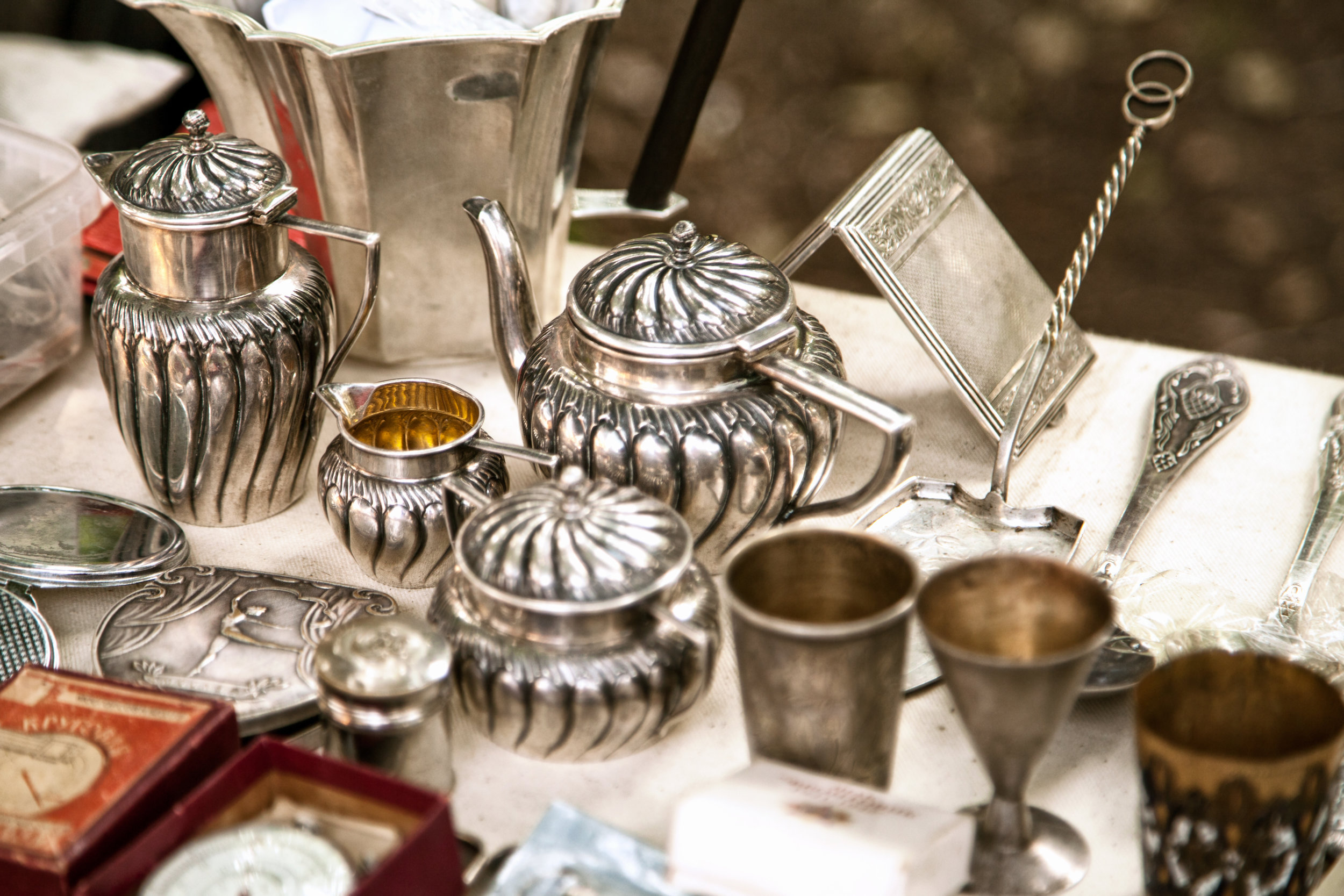 Antique-silver-teapots,-creamer-and-other-utensils-at-a-flea-market-842470122_3000x2000.jpeg