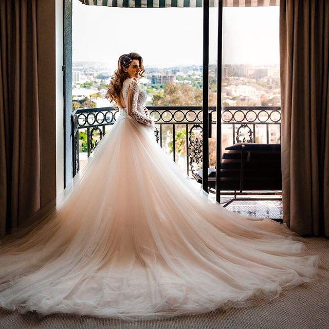 Christine's @galialahav dress was so stunning we HAD to make an entire post dedicated to it!  Vendor team: @delmarevents @thelondonweho @rosebudfloraldesign @kriegerstyle @m.hartphotography @thebutterend @thevisionfield @lapinataparty @bbjlinen @hairmakeuplucy  #galialahav #bride #brides