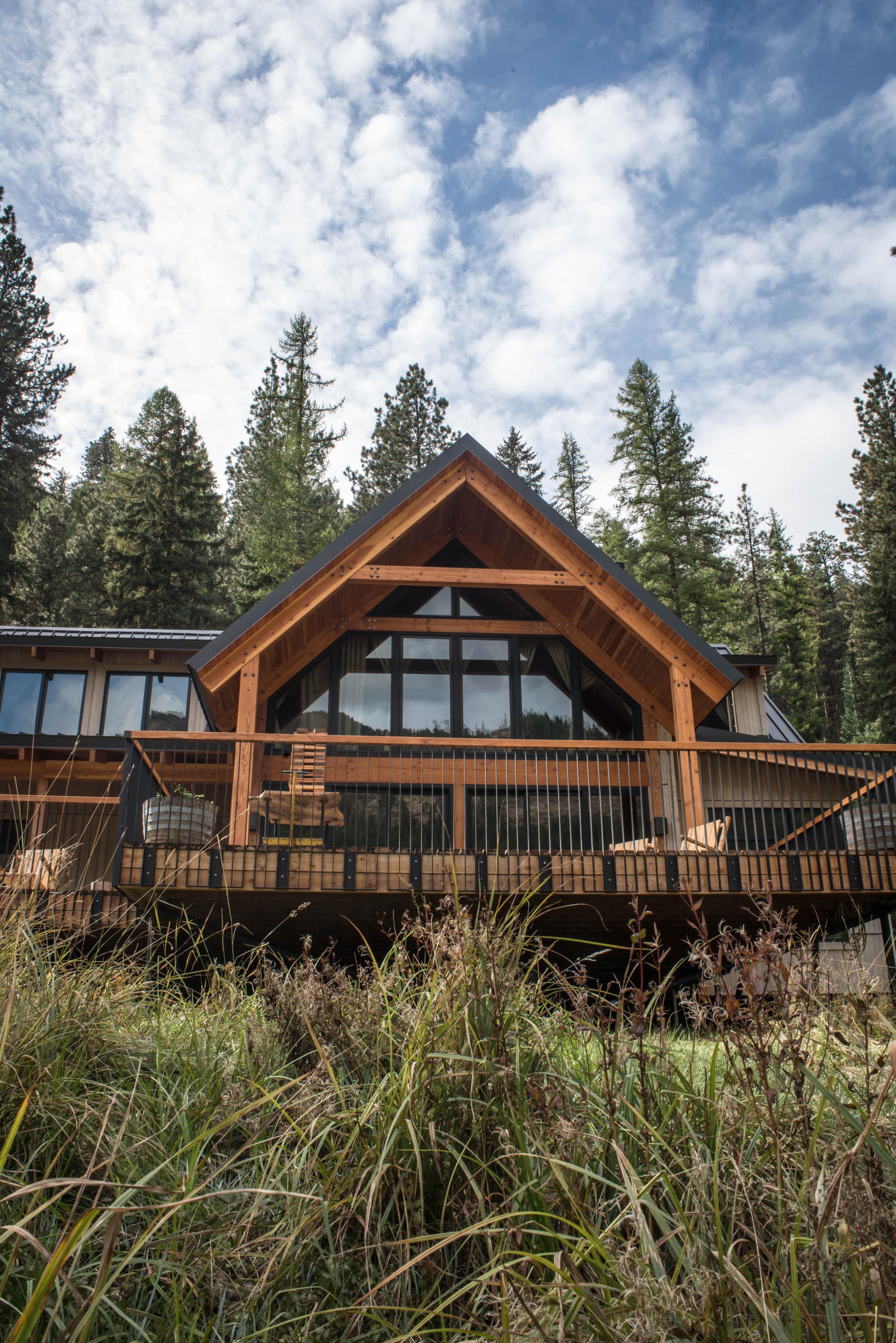 Minam_River_Lodge_Wallowa_Mountains_Eagle_Cap_Wilderness_Oregon_Autumn_2017_Please_Credit_Talia_Jean_Galvin-117.jpg