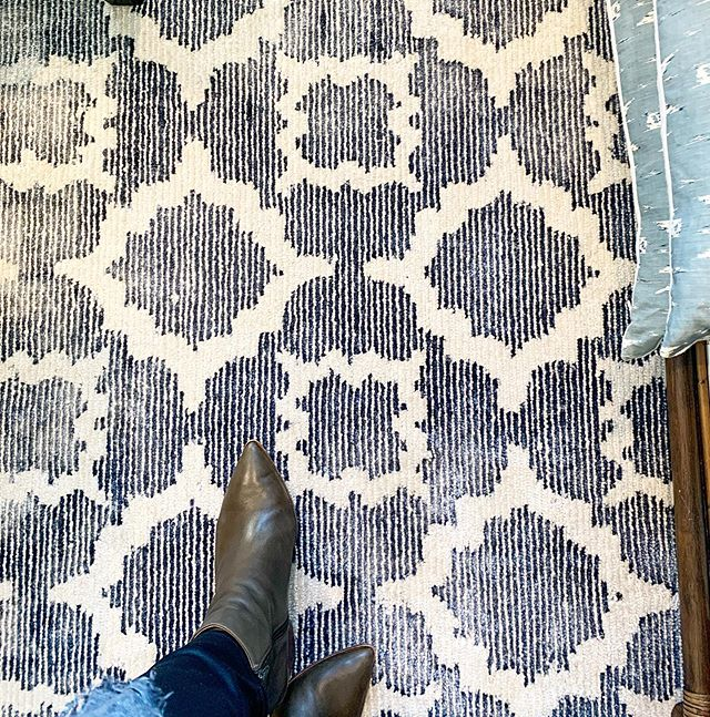 Fabulous navy and ivory patterned floor rug on our showroom floor this week. So many beautiful #dashandalbert floor rugs available from our showroom #floorrug #designshowroom #porchlightinteriors #brisbaneinteriordesigner #interiordesignerbrisbane