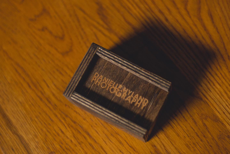 portrait-packaging-long-island-photographer-wooden-box-usb-0010
