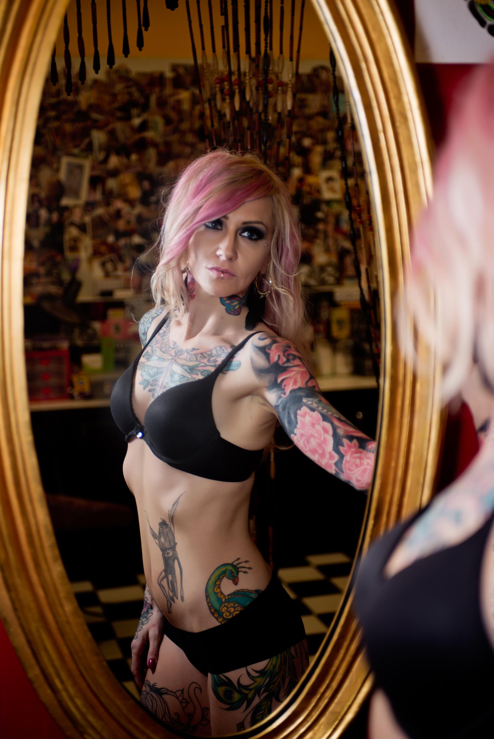 long-island-commercial-editorial-portrait-photographer-flash-photography-digital-tattoo-model-mirror.jpg