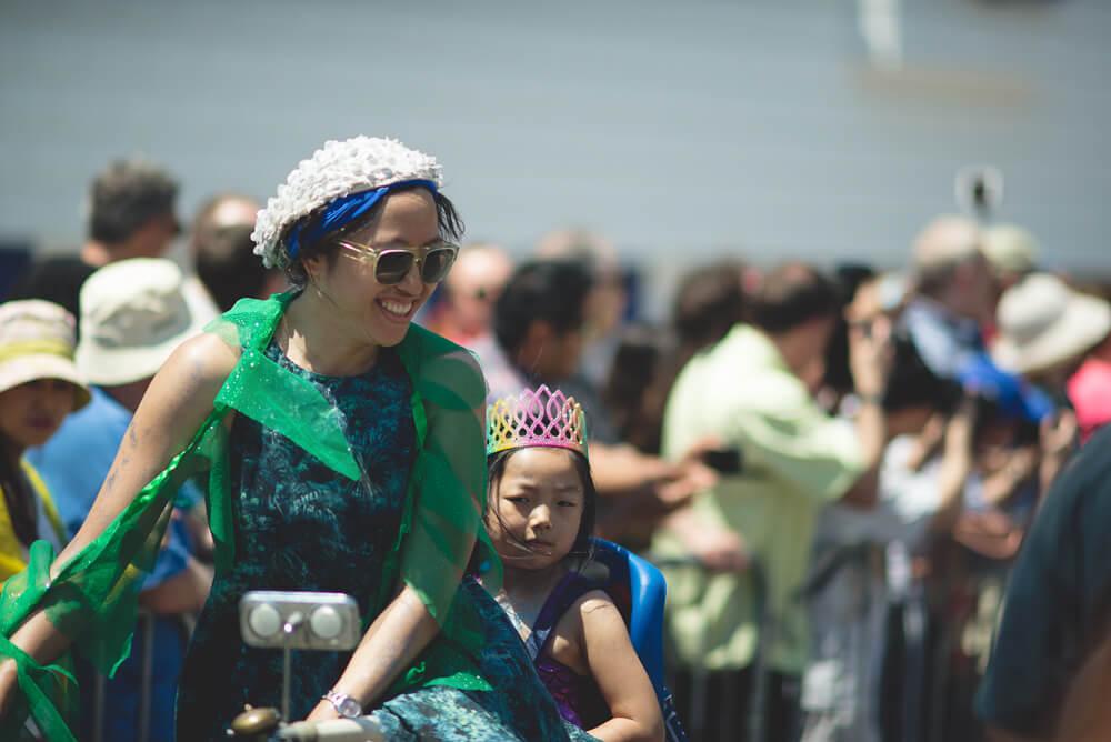 Coney_Island_Mermaid_parade-030.jpg