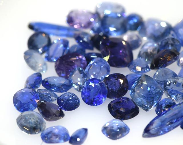 As we round off September, I'd like to show you some pretty blue sapphires from Myanmar (Burma). Aren't they just lovely?